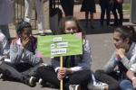 """Niña con cartel: """"Stop cambio climático"""""""