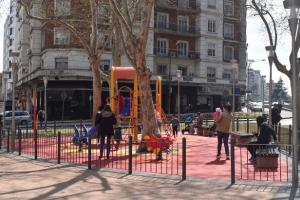Plaza y juegos