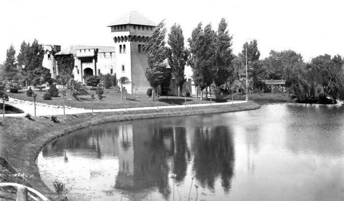 Castillo y lago del Parque Rodó. Año 1916 (Foto 604 FMH.CMDF.IMM.UY)