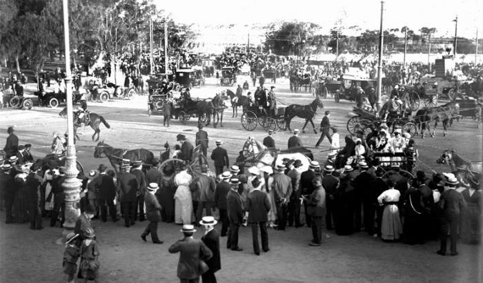 Desfile de carnaval en el Parque Rodo. Año 1916 (Foto 879 FMH.CMDF.IMM.UY)