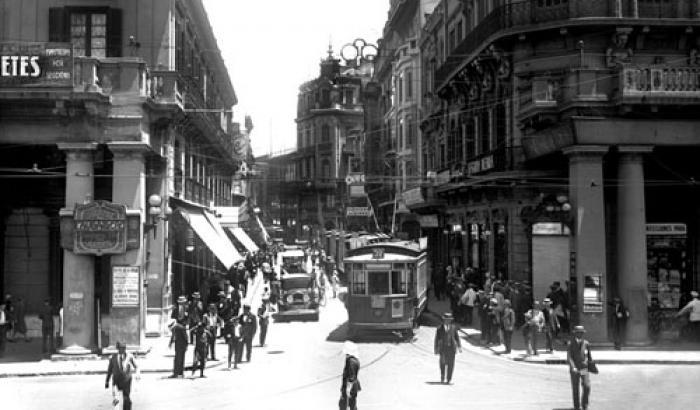Calle Sarandi año 1930 (Foto 5436 FMH.CMDF.IMM.UY)