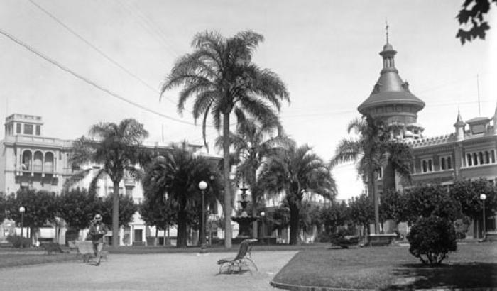 Plaza de los Treinta y Tres Orientales  año 1928 (Foto 5082 FMH.CMDF.IMM.UY)
