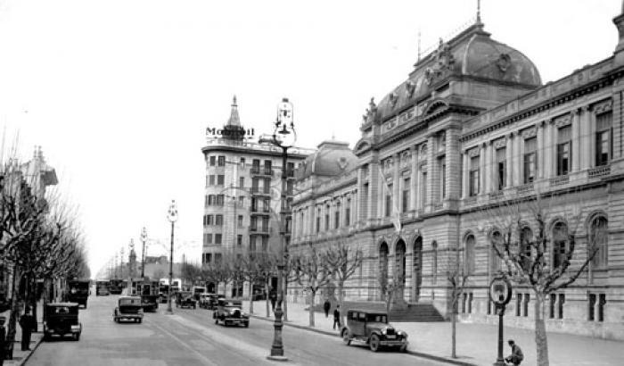 Av. 18 de julio y Universidad de la República año 1930  (Foto 615a FMH.CMDF.IMM.