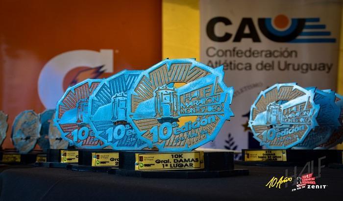 Más de 2000 corredores/as participaron de esta tradicional fiesta del deporte en la rambla montevideana.