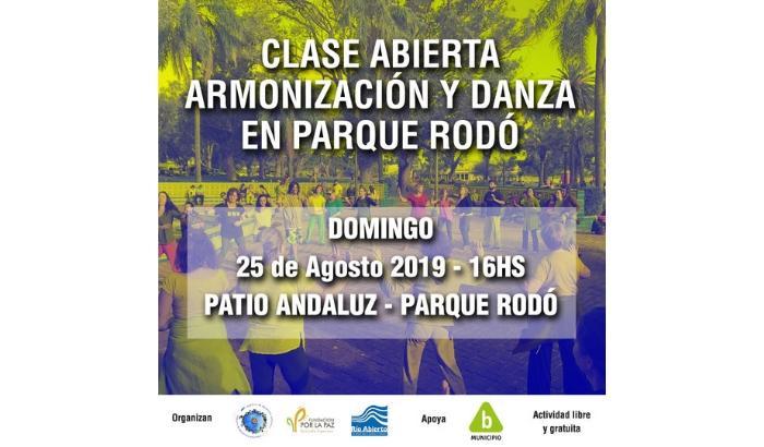 Clase abierta de Armonización y Danza en el Patio Andaluz (Parque Rodó).