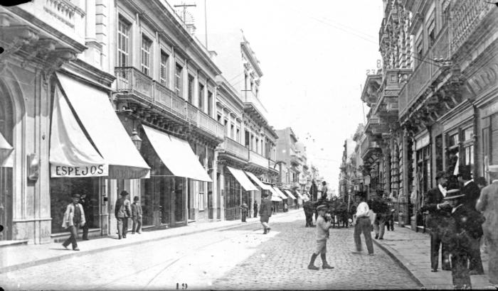 Calle 25 de Mayo. Ciudad Vieja