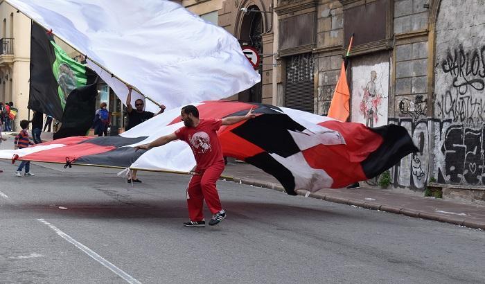 Bandera en desfile