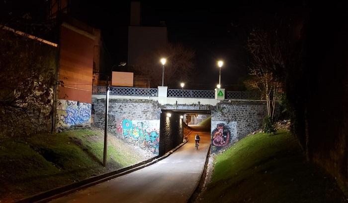 Una nueva iluminación fue instalada en los puentes de la calle Galicia.