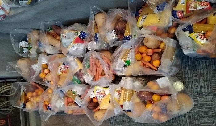 El Municipio B colaboró con Sinergia Design en la entrega de 300 canastas para familias vulnerables.