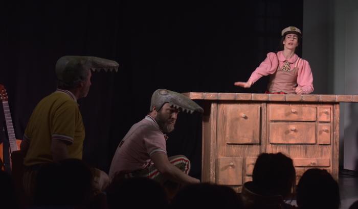 """Teatro infantil: """"Cuentos de la Selva"""" (cocodrilos y mujer)"""