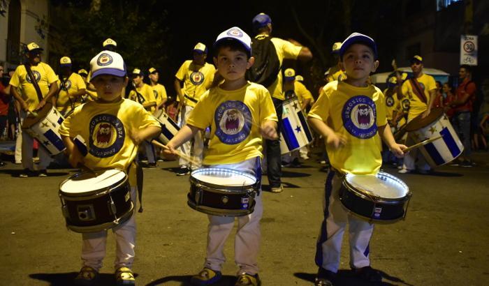 Niños con redoblantes - Escola do Samba